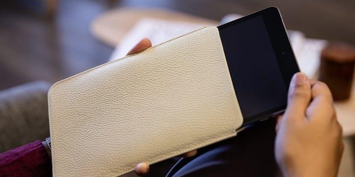 Schutzetui für das iPad Mini - Gebrochen Weiß - Genarbtes Leder