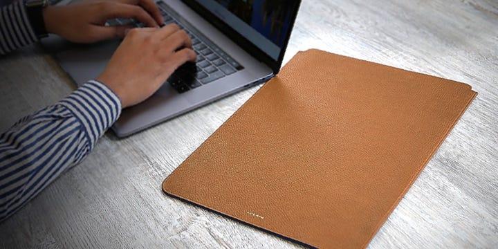 "Schutzhülle für MacBook Pro 16"" - Cognac - Genarbtes Leder"